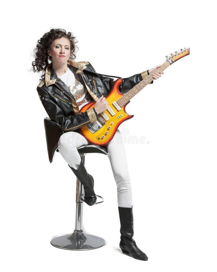 Muchacha que juega en la electro guitarra fotografía de archivo libre de regalías