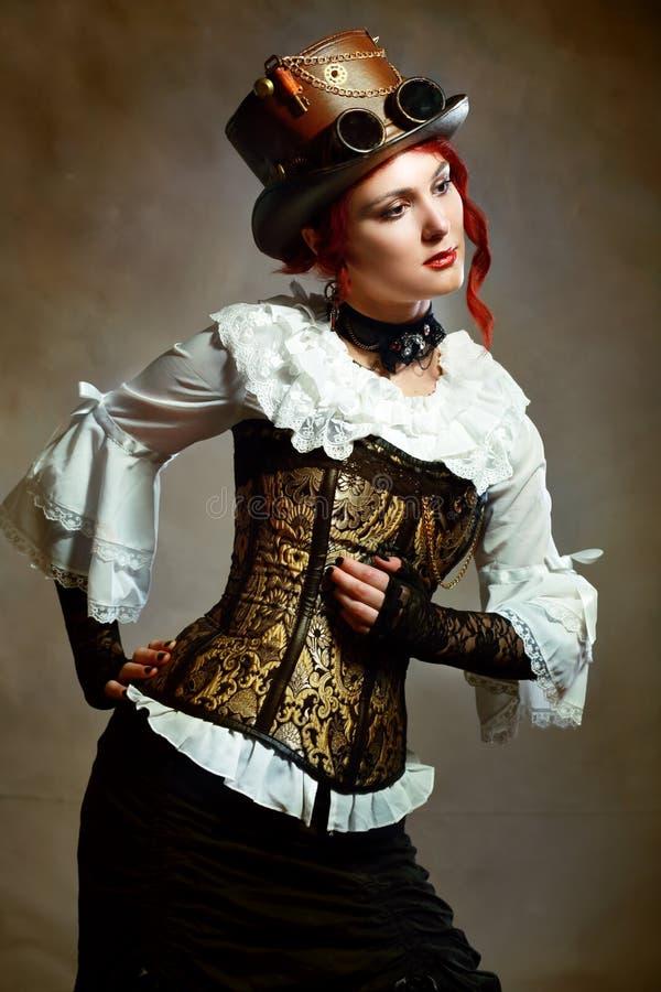 Muchacha que lleva al victorian del sombrero de Steampunk fotografía de archivo libre de regalías