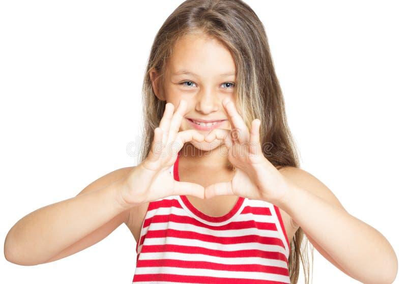 muchacha que muestra las manos del corazón foto de archivo libre de regalías