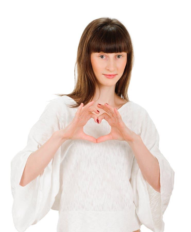 Muchacha que muestra símbolo del corazón fotografía de archivo libre de regalías