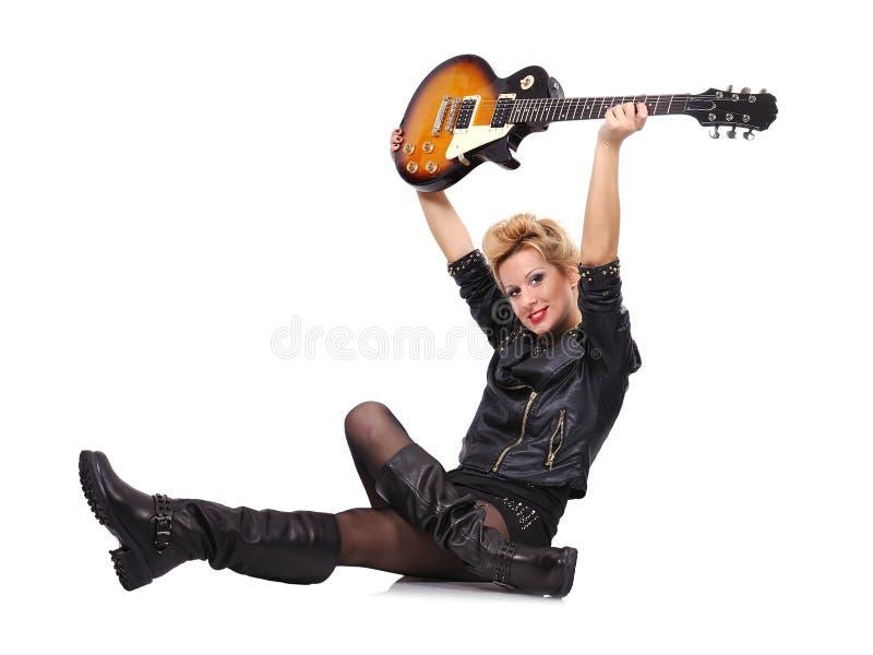 Muchacha que sostiene la guitarra eléctrica fotografía de archivo libre de regalías