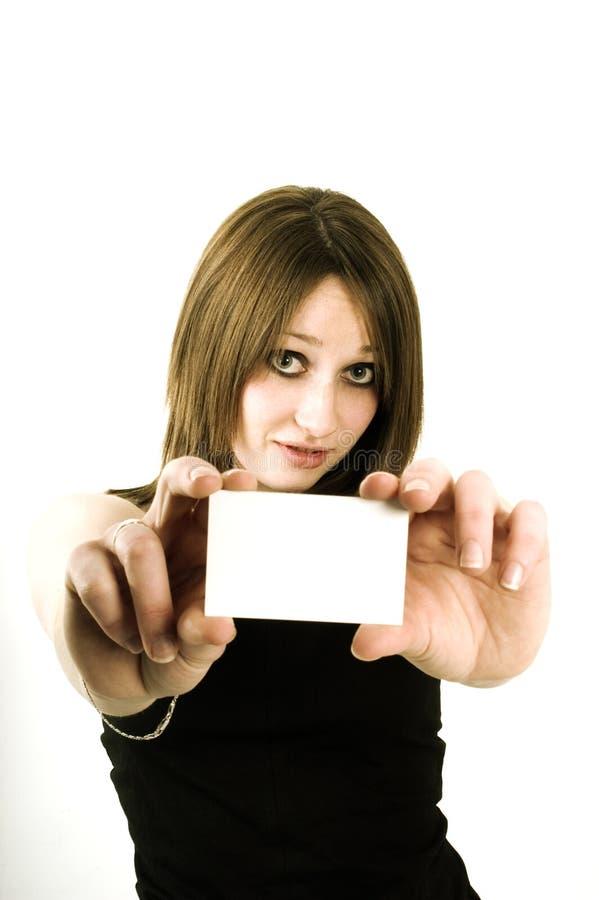 Muchacha que sostiene la tarjeta en blanco imágenes de archivo libres de regalías
