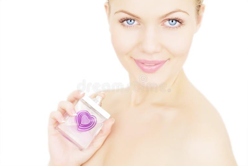 Muchacha que sostiene una botella de perfume imagen de archivo libre de regalías