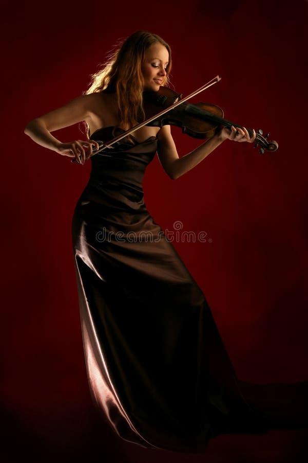 Muchacha que toca el violín foto de archivo