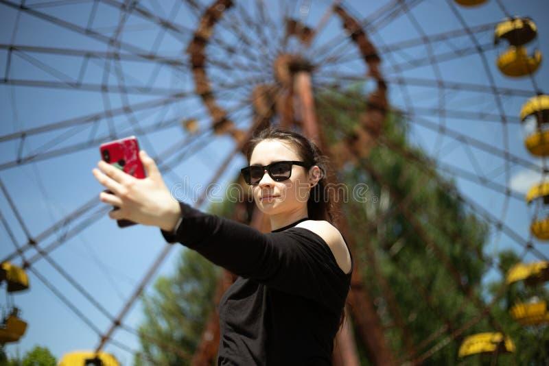 Muchacha que toma el selfie foto de archivo