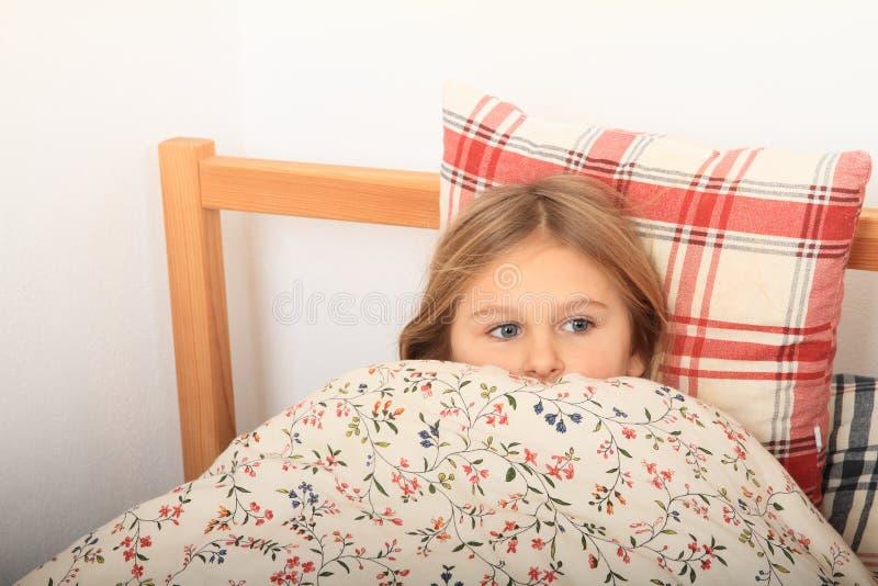 Muchacha que va a dormir fotos de archivo