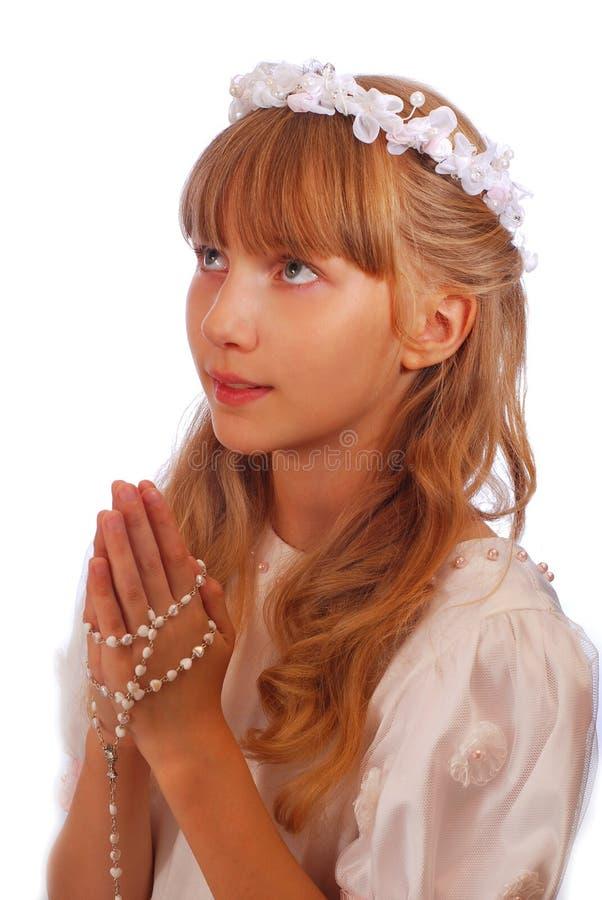 Muchacha que va a la primera comunión santa fotografía de archivo