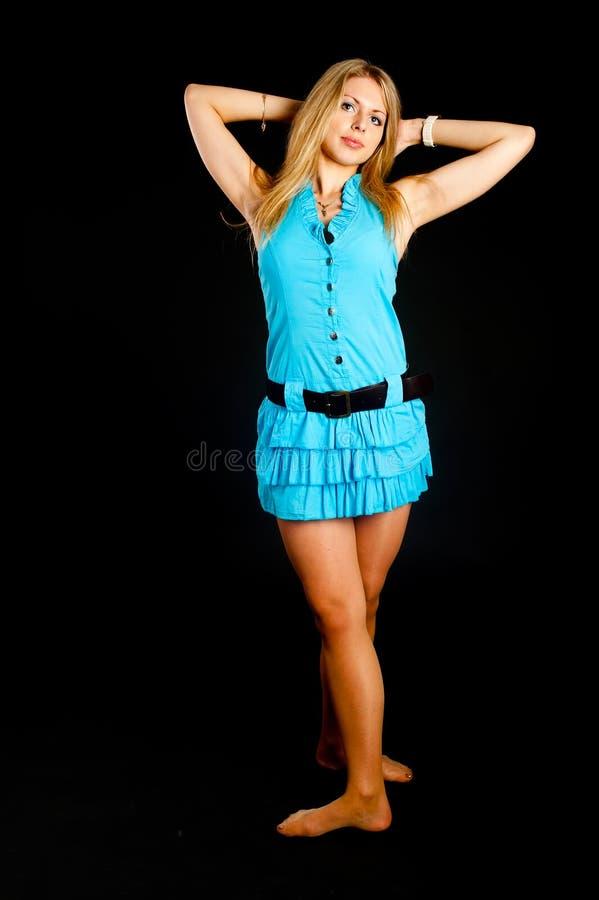 Muchacha rubia atractiva hermosa foto de archivo