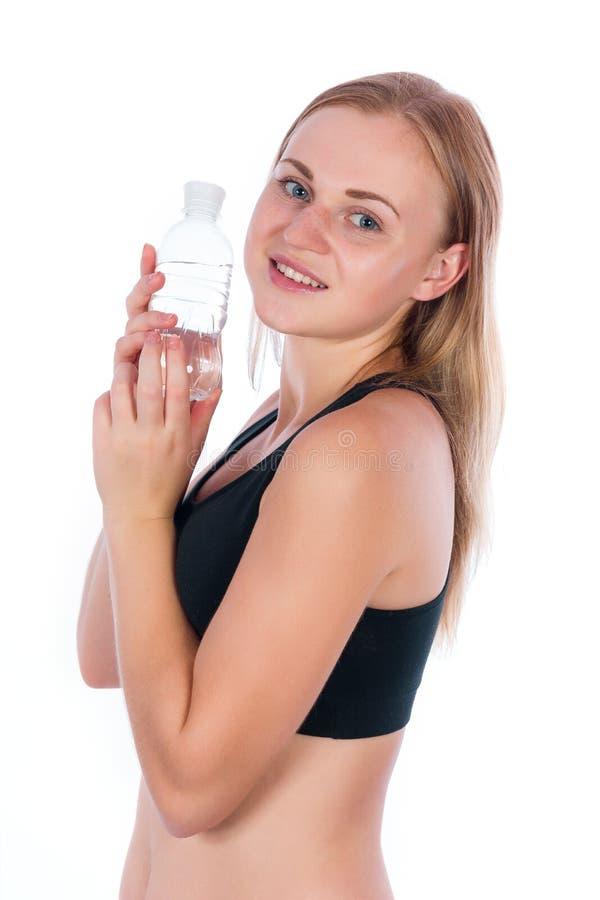 Muchacha rubia con una botella de agua imagen de archivo