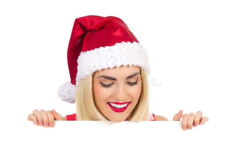 Muchacha rubia curiosa en el sombrero de santa foto de archivo libre de regalías