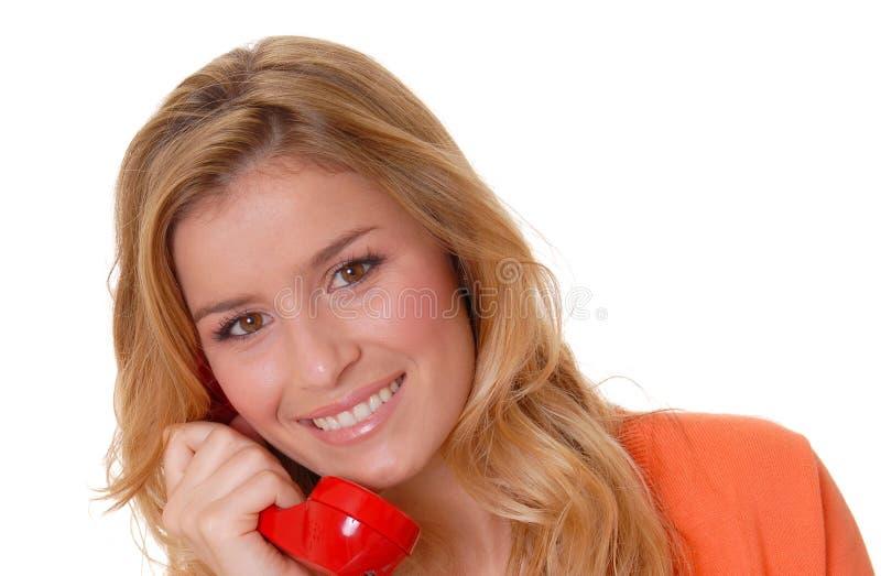 Muchacha rubia encantadora en el teléfono imagen de archivo