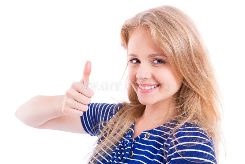Muchacha rubia feliz que muestra MUY BIEN - el pulgar para arriba foto de archivo