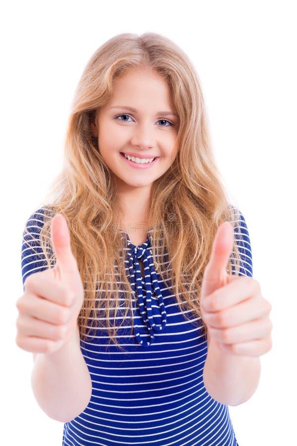 Muchacha rubia feliz que muestra MUY BIEN - los pulgares para arriba imágenes de archivo libres de regalías