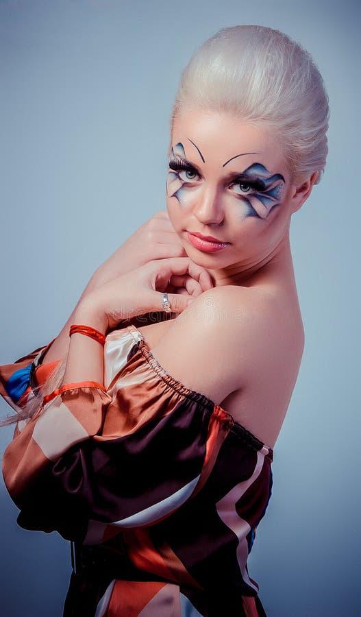 Muchacha rubia hermosa Pelo largo sano y maquillaje Entertainmen fotos de archivo libres de regalías