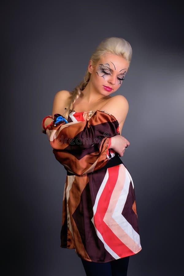 Muchacha rubia hermosa Pelo largo sano y maquillaje Entertainmen imagen de archivo