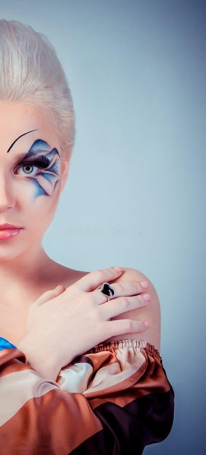Muchacha rubia hermosa Pelo largo sano y maquillaje Entertainmen fotografía de archivo