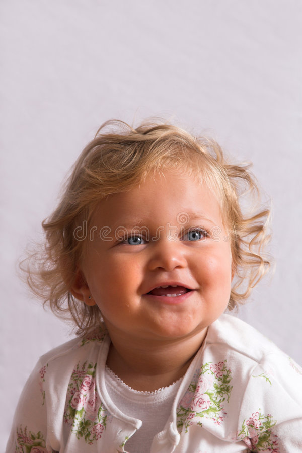 Muchacha rubia linda foto de archivo