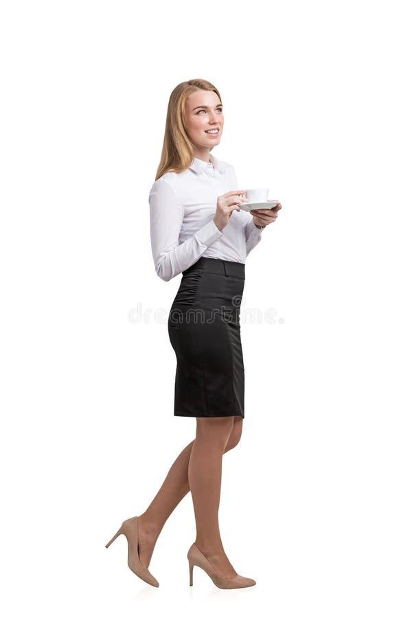 Muchacha rubia que sostiene la taza de café imágenes de archivo libres de regalías