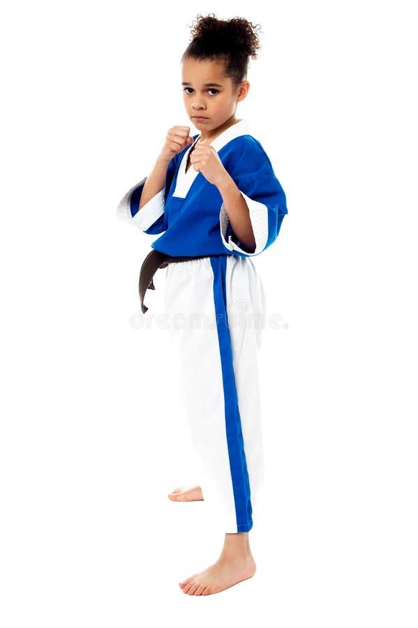 Muchacha seria del karate con su puño en primero plano fotografía de archivo libre de regalías