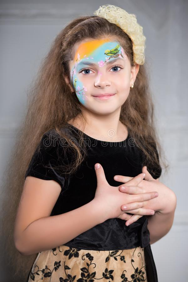 Muchacha sonriente bonita imagen de archivo