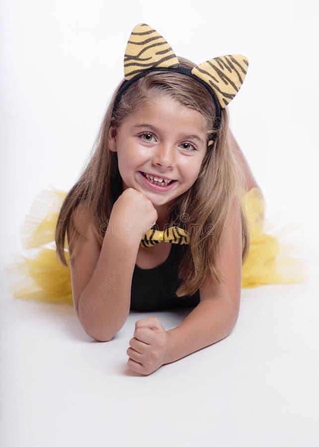 Muchacha sonriente con disfraz imagen de archivo libre de regalías