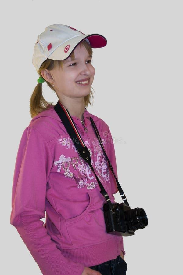 Muchacha sonriente con una cámara imagen de archivo libre de regalías