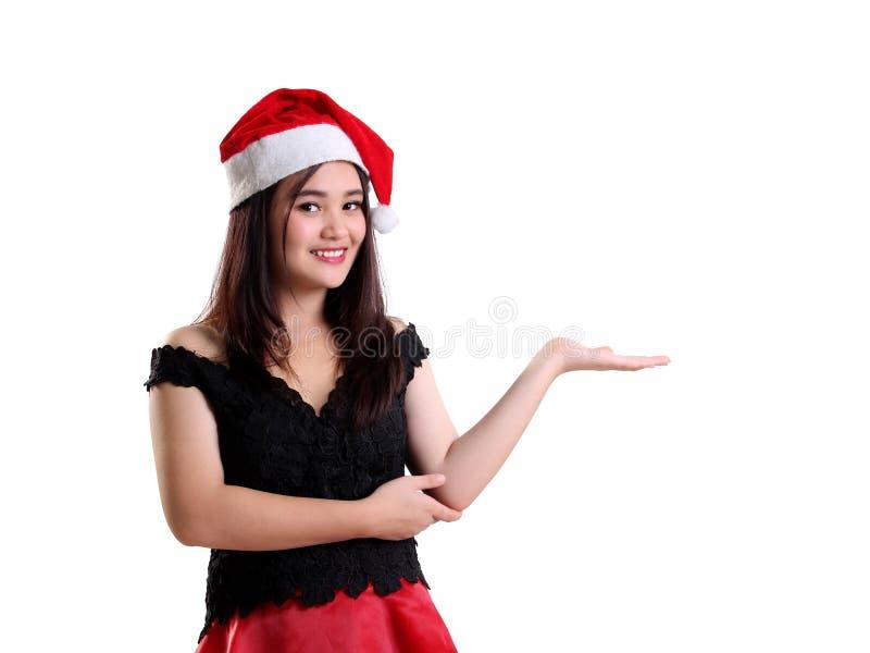 Muchacha sonriente de la Navidad con gesto de la presentación fotos de archivo libres de regalías