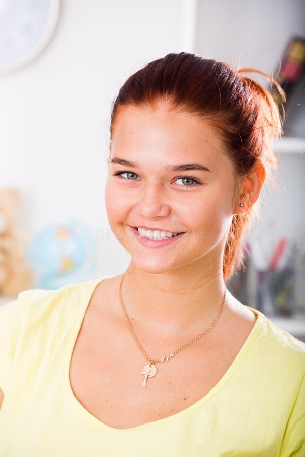 Muchacha sonriente del adolescente fotos de archivo