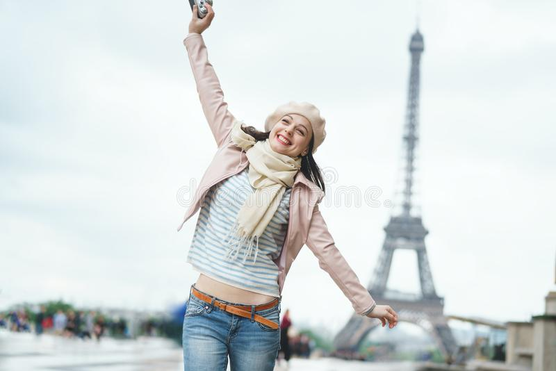 Muchacha sonriente el vacaciones fotografía de archivo libre de regalías