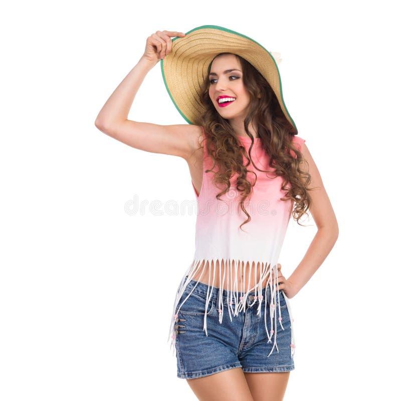 Muchacha sonriente en sombrero de paja fotos de archivo libres de regalías
