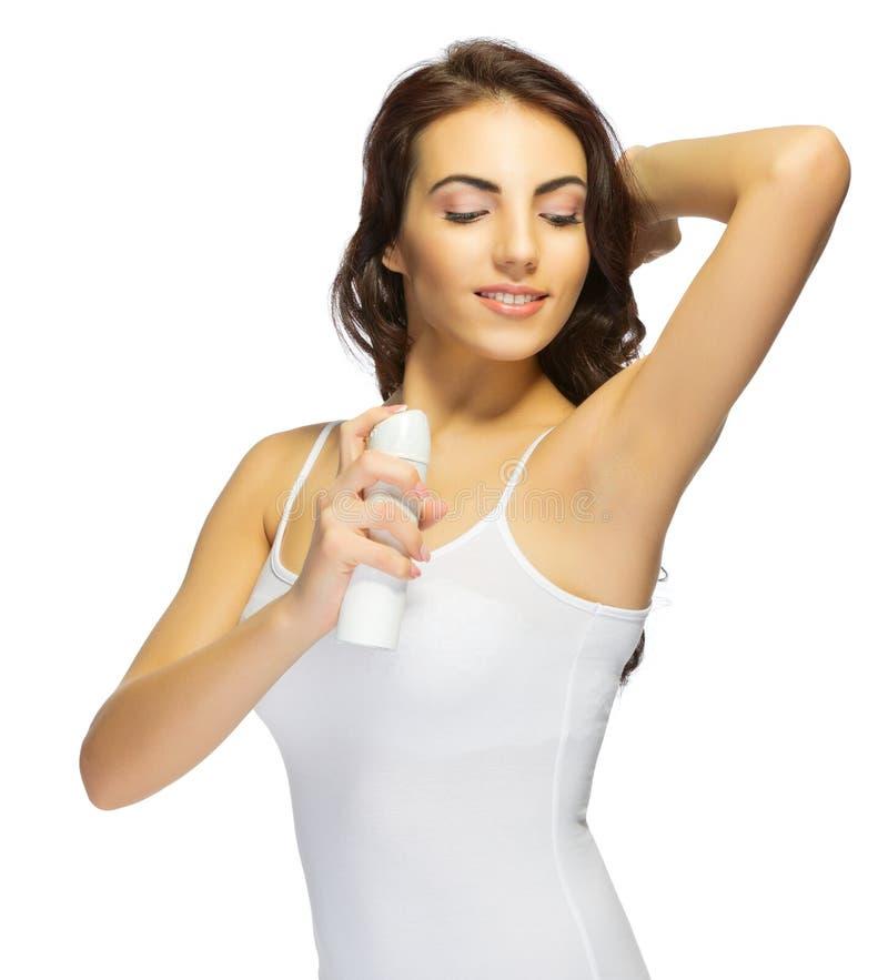 Muchacha sonriente joven con el desodorante foto de archivo