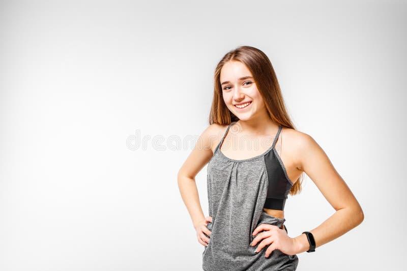 Muchacha sonriente joven de la aptitud en blanco imagen de archivo libre de regalías