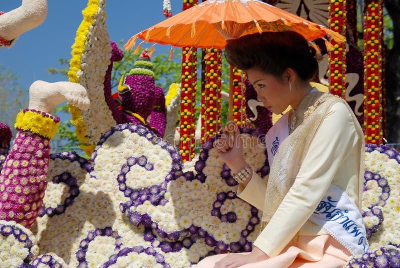 Muchacha tailandesa con el paraguas fotos de archivo libres de regalías