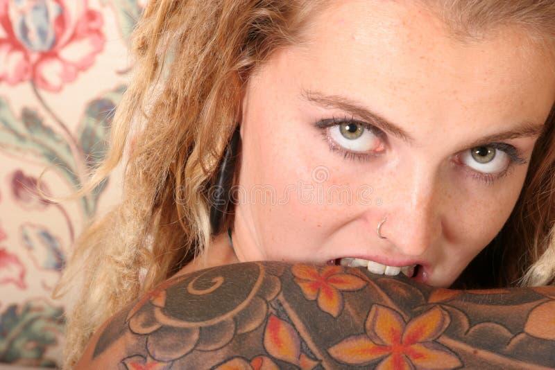 Muchacha tatuada fotos de archivo libres de regalías
