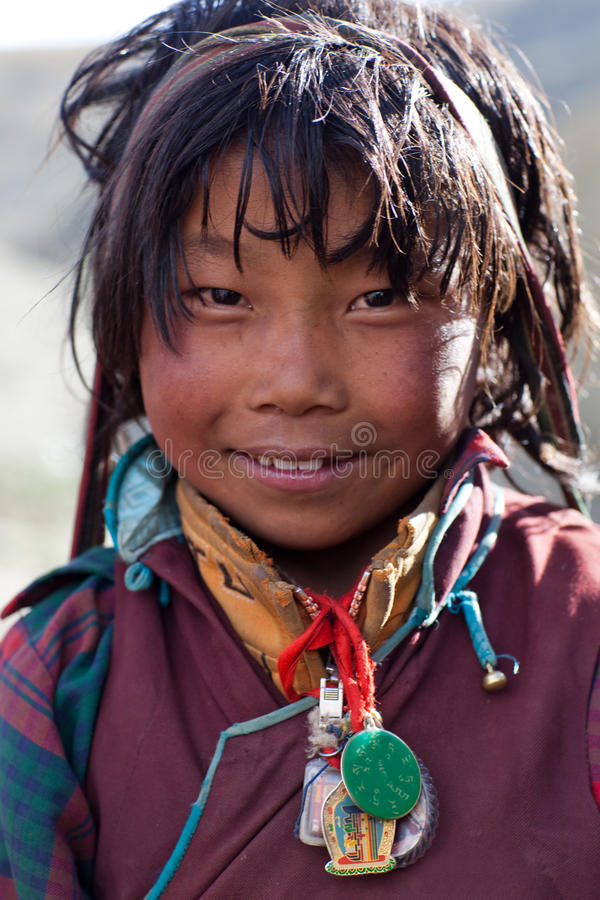 Muchacha tibetana en Dolpo, Nepal fotografía de archivo