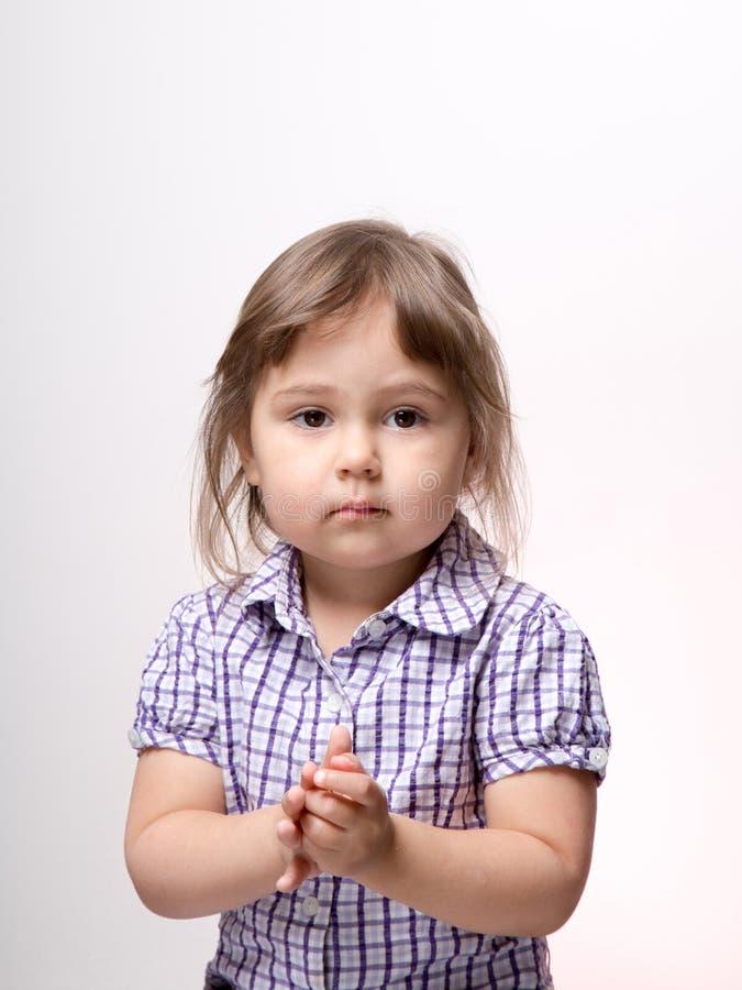 Muchacha tranquila del niño en estudio fotografía de archivo libre de regalías