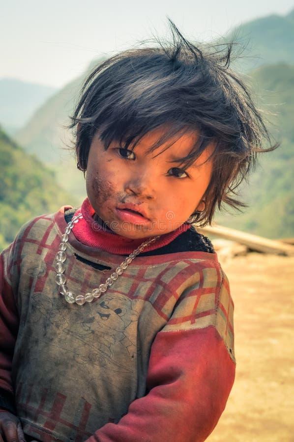 Muchacha triste con las gotas en Nepal foto de archivo