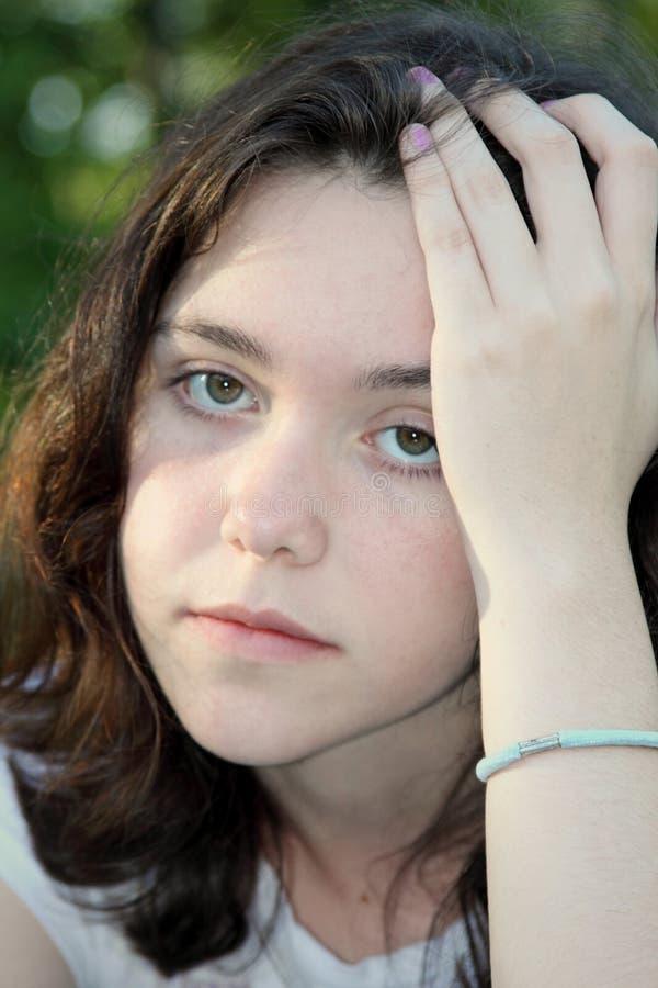 muchacha triste del dolor principal fotos de archivo