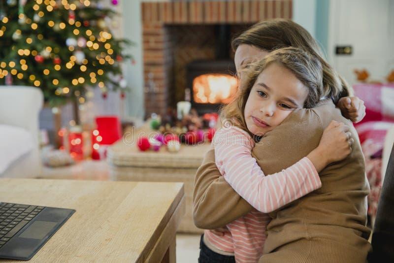 Muchacha triste en la Navidad fotografía de archivo