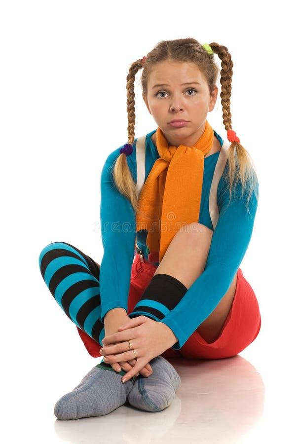 Muchacha triste en ropa del color imagen de archivo