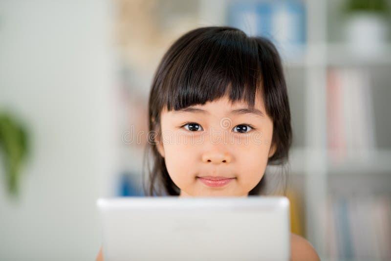 Muchacha vietnamita adorable foto de archivo libre de regalías