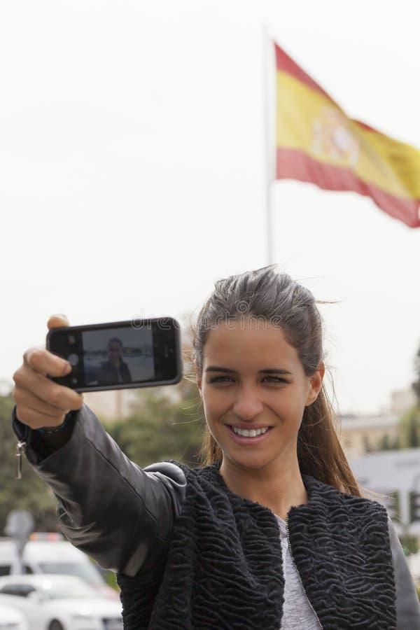 Muchacha y bandera española Selfie fotografía de archivo libre de regalías