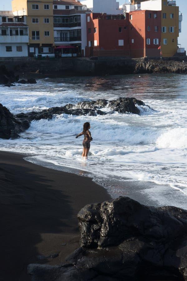 Muchacha y océano fotos de archivo libres de regalías