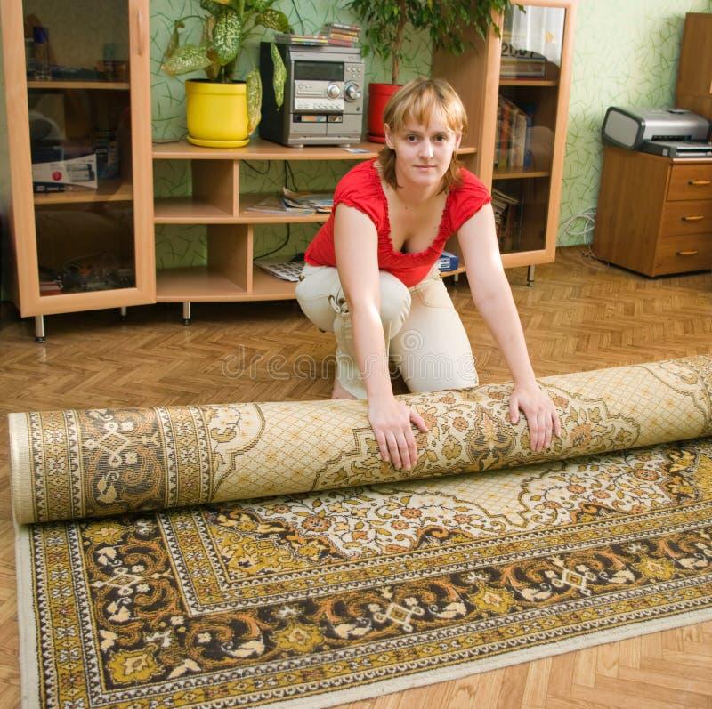 Muchacha y una alfombra foto de archivo libre de regalías