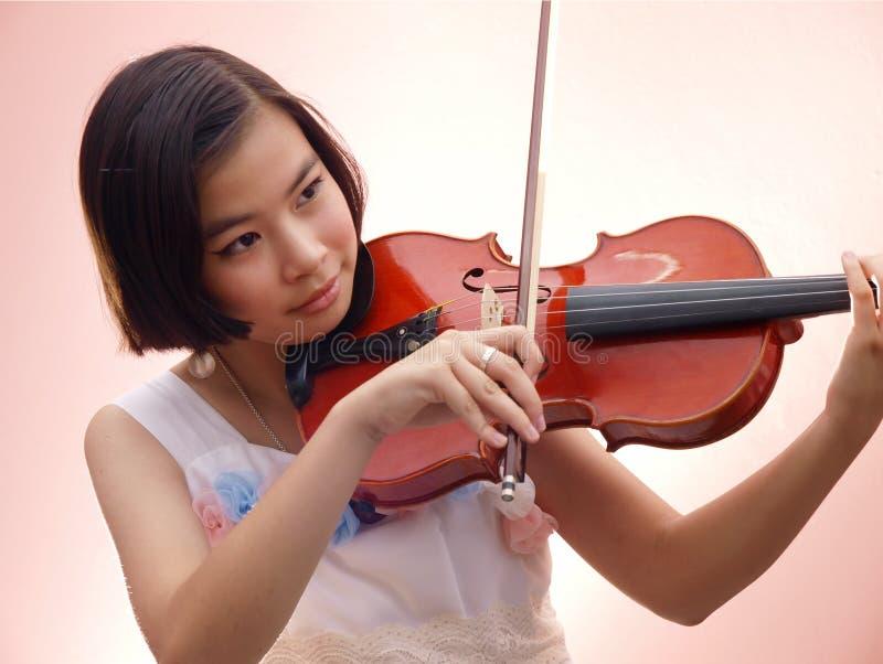 Muchacha y violín fotos de archivo