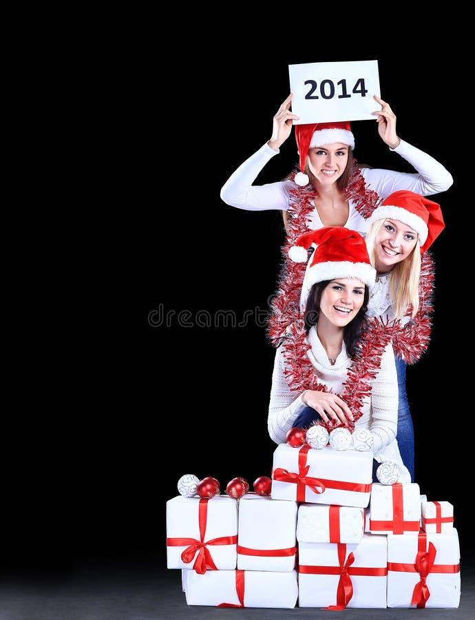 Muchachas con un regalo del Año Nuevo imágenes de archivo libres de regalías