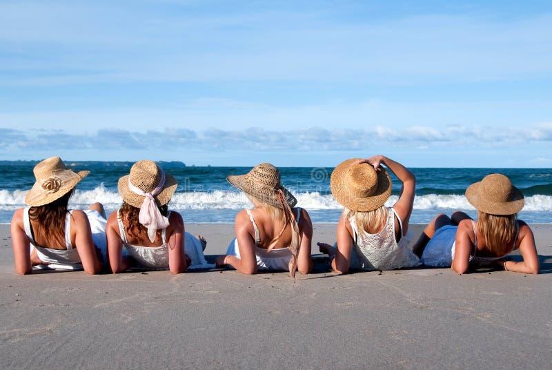 Muchachas de la playa imagen de archivo libre de regalías