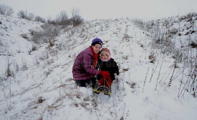 Muchachas de las montañas de la nieve fotografía de archivo