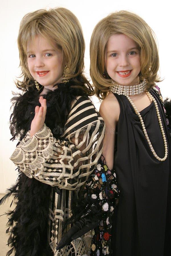 Muchachas del encanto en joyería y pelucas imágenes de archivo libres de regalías