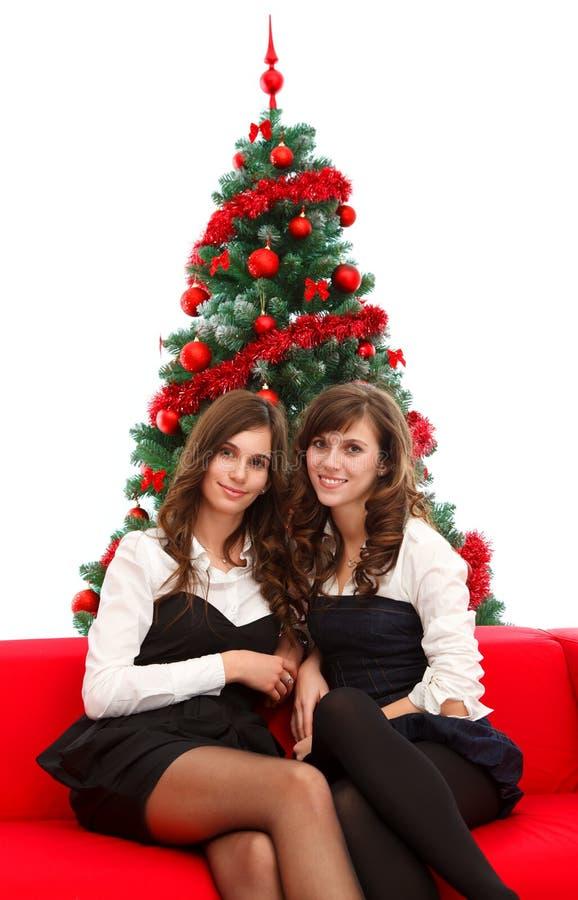 Muchachas elegantes en el tiempo de la Navidad foto de archivo